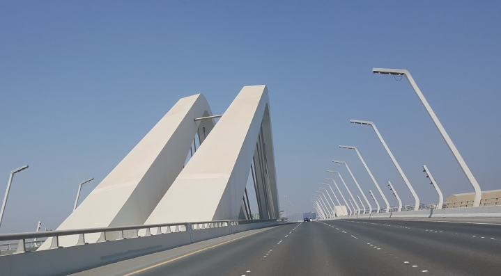 The Sheikh Zayed Bridge evokes the undulating waves of sand and sea, as Abu Dhabi marries desert and water.