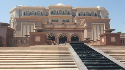 Emirates Palace - did not have my wide angle lens with me this day! But it doesn't look that HUGE from the front - along the back, however, it spreads along the waterfront.