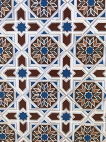 A closer look at some decorative geometric design from an everyday sign (made not so everyday with this cool detail).
